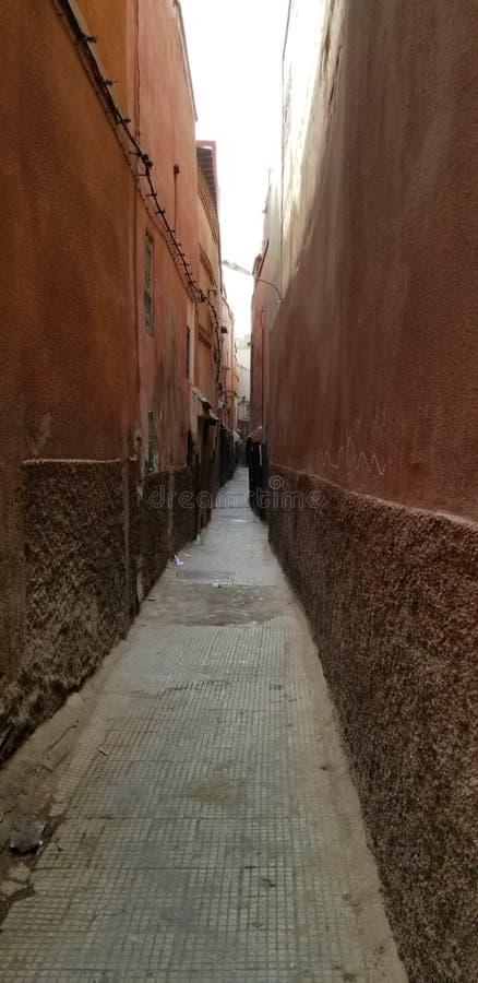 Calles de la ciudad de Marrakesh Medina - ciudad fortificada vieja fotos de archivo