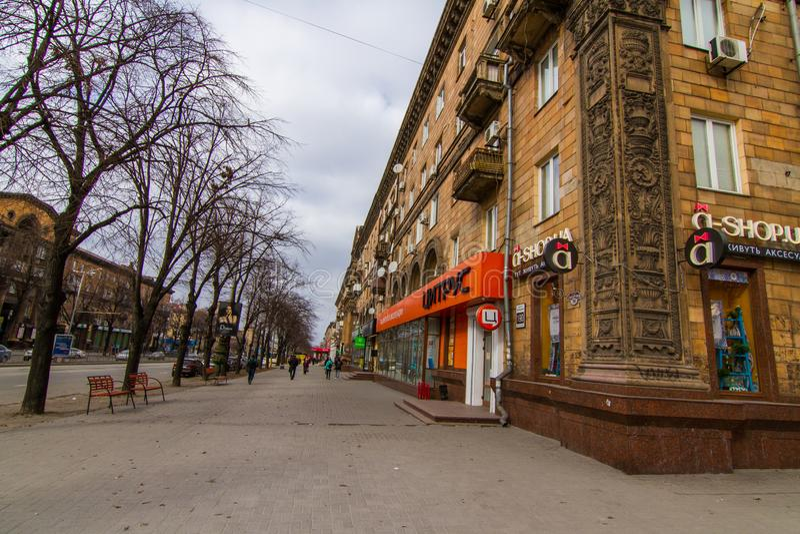 Calles de la ciudad de Zaporozhye fotografía de archivo