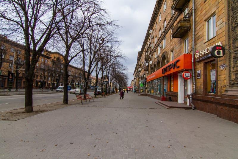 Calles de la ciudad de Zaporozhye imagen de archivo