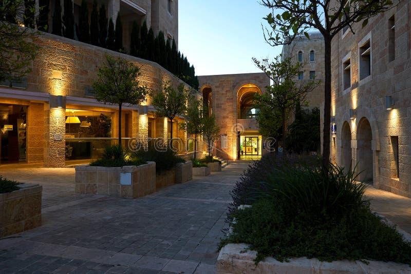 Calles de la noche en el centro de Jerusalén fotos de archivo