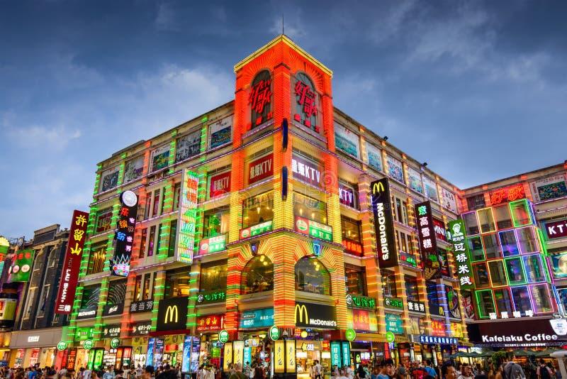 Calles de las compras de Guangzhou, China imagenes de archivo