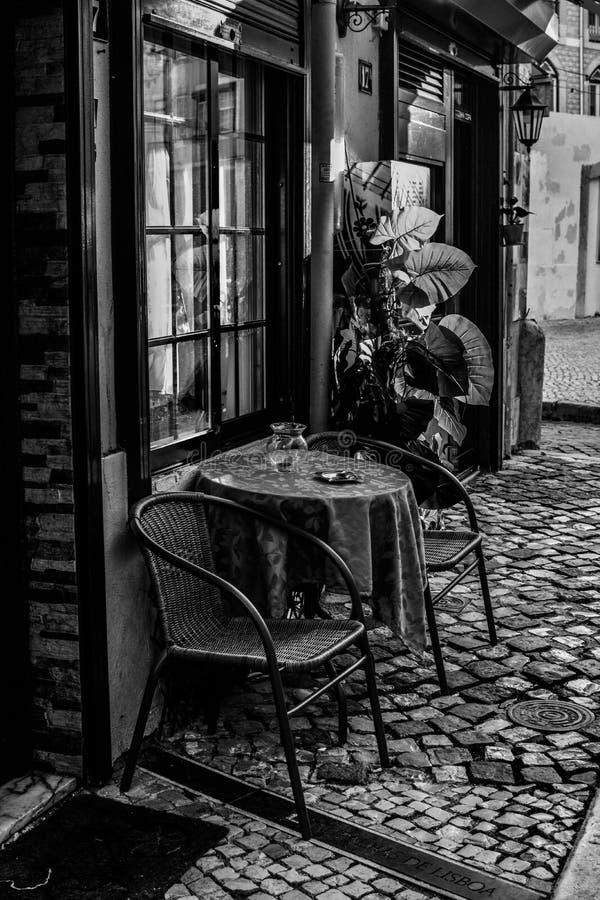 Calles de Lisboa Café fotografía de archivo libre de regalías