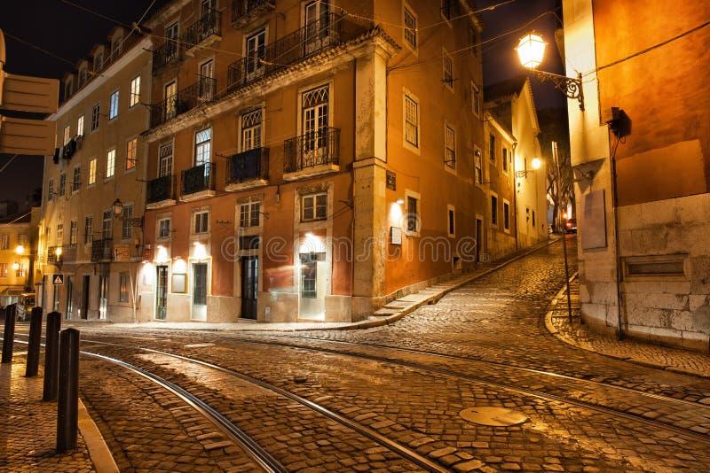 Calles de Lisboa en la noche en Portugal fotografía de archivo libre de regalías