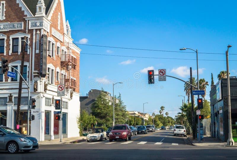 Calles de Los Ángeles Calle moderna en un área residencial en avenida de la colada imagen de archivo