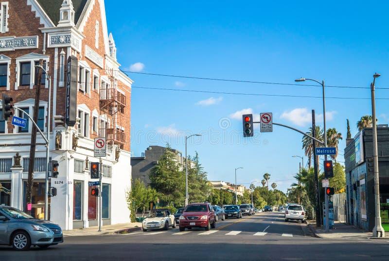Calles de Los Ángeles Calle moderna en un área residencial en avenida de la colada imagenes de archivo
