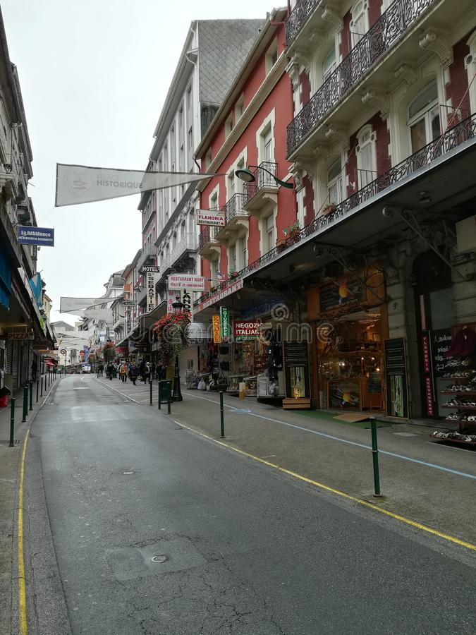 Calles de Lourdes en Francia fotos de archivo