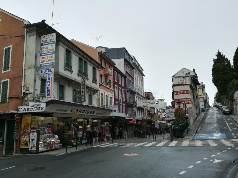 Calles de Lourdes en Francia fotografía de archivo