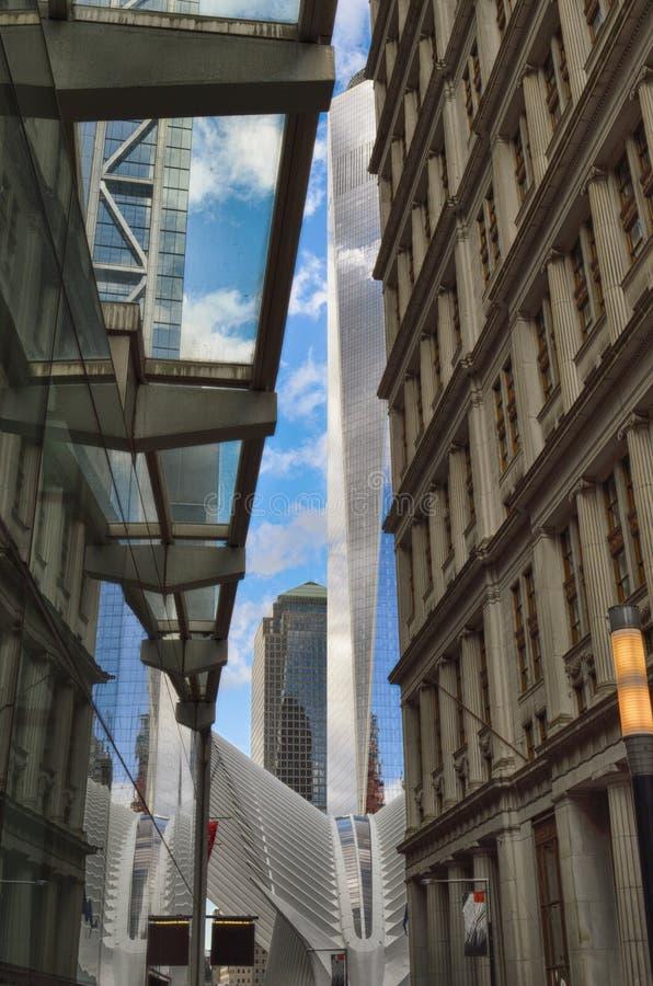 Calles de New York City Lower Manhattan - Dey Street imágenes de archivo libres de regalías