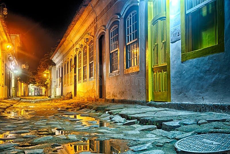 Calles de Paraty en la noche fotos de archivo libres de regalías