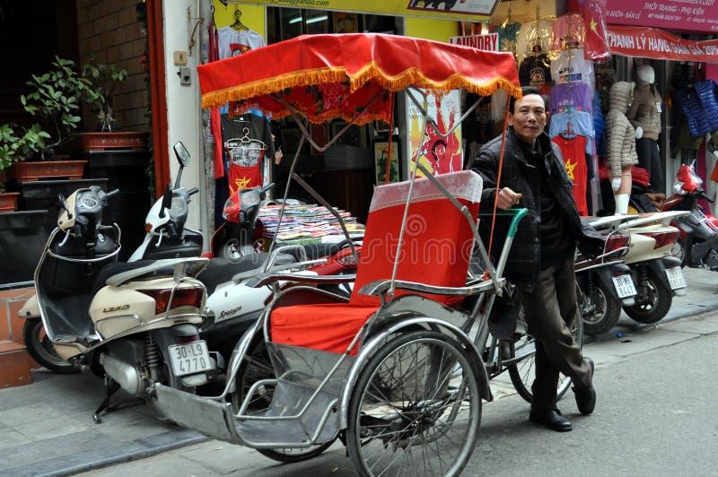 Calles de Vietnam con el carrito - mercado de Hanoi fotos de archivo