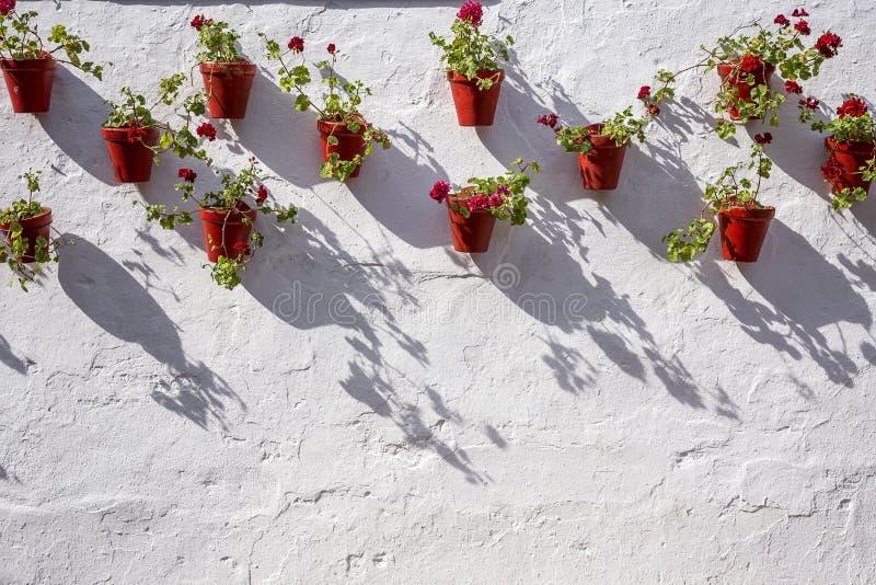 Calles, esquinas y detalles de Marbella españa imagenes de archivo