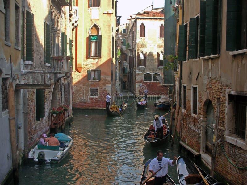 Calles estrechas de Venecia