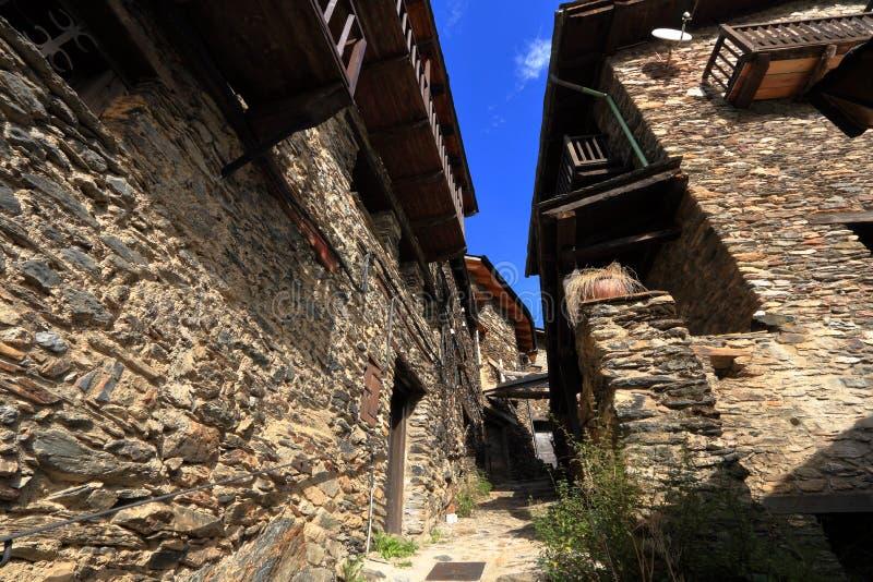 Calles medievales de Os de Civis, España imagen de archivo