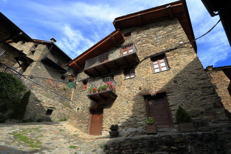 Calles medievales de Os de Civis, España fotos de archivo libres de regalías