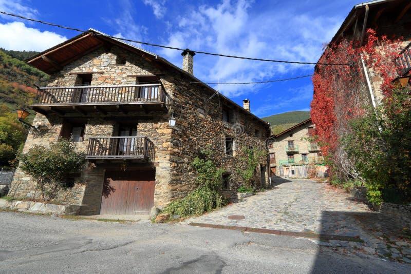 Calles medievales de Os de Civis, España foto de archivo libre de regalías