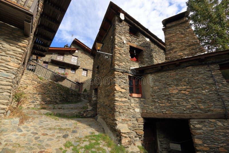 Calles medievales en Os de Civis, España fotografía de archivo