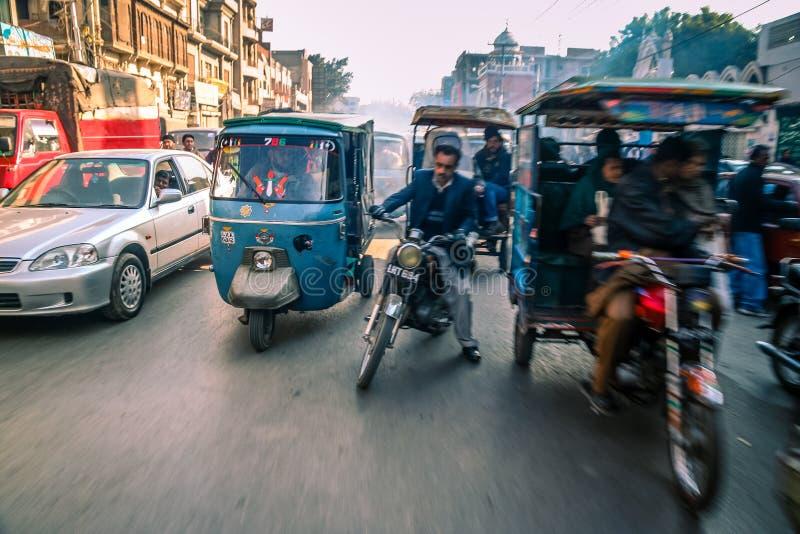Calles muy transitadas de Lahore fotografía de archivo libre de regalías