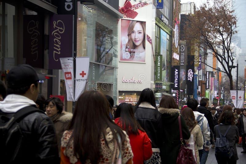 Calles muy transitadas de Myeongdong Seul Corea fotos de archivo libres de regalías