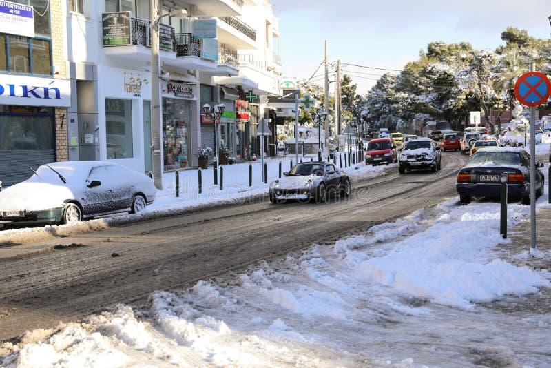 Calles nevadas de la mañana hermosa del invierno de Atenas, Grecia, 8va de enero de 2019 foto de archivo