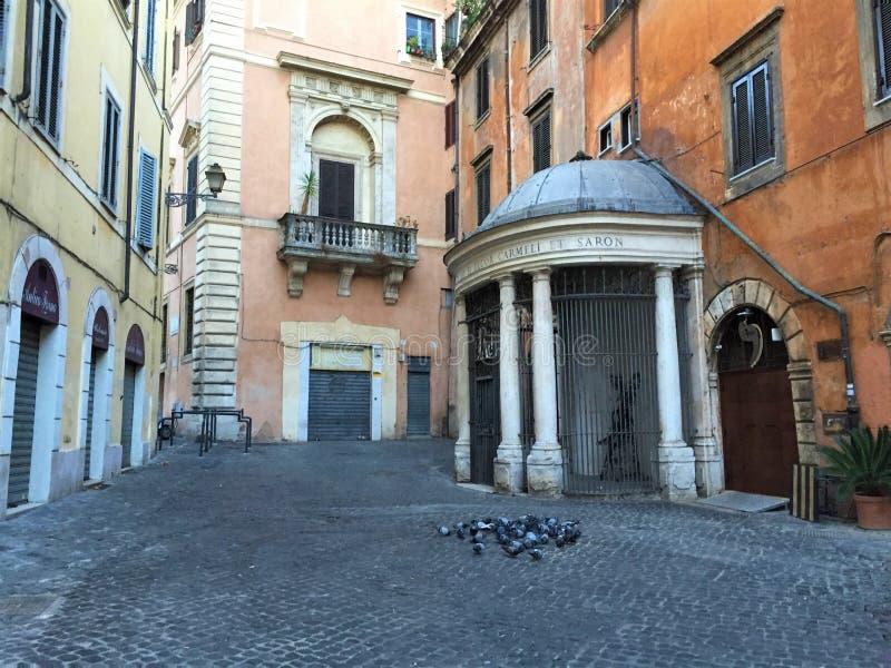 Calles pavimentadas de Roma Italia imagen de archivo