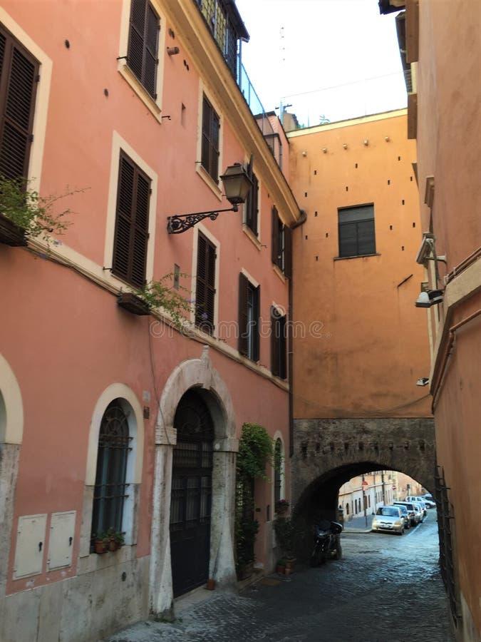 Calles pavimentadas de Roma Italia imagenes de archivo