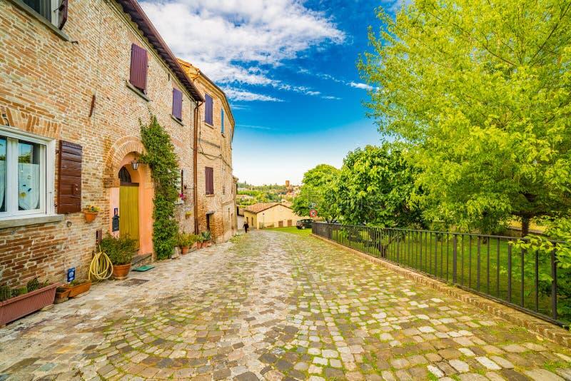 Calles pequeñas de un pueblo de la cumbre fotos de archivo