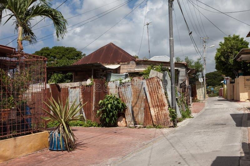 Calles traseras de madera y edificios de la lata foto de archivo libre de regalías