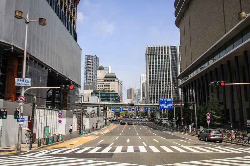 Calles y rascacielos durante un día de verano caliente, Osaka central, isla de Nakanoshima, Japón de Osaka, foto de archivo libre de regalías