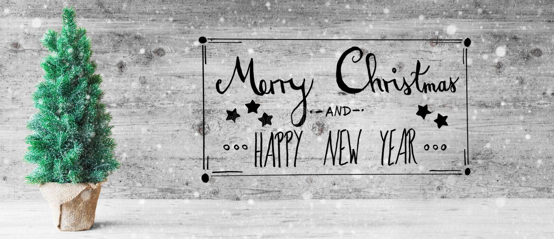 Calligraphie noire, Joyeux Noël et bonne année, arbre, flocons de neige photos libres de droits