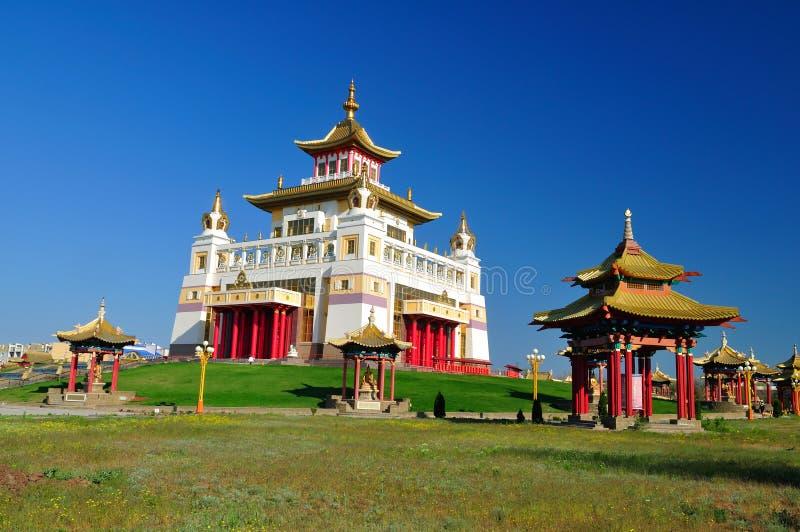Calmúquia Elista Domicílio dourado do templo da Buda Shakyamuni foto de stock royalty free