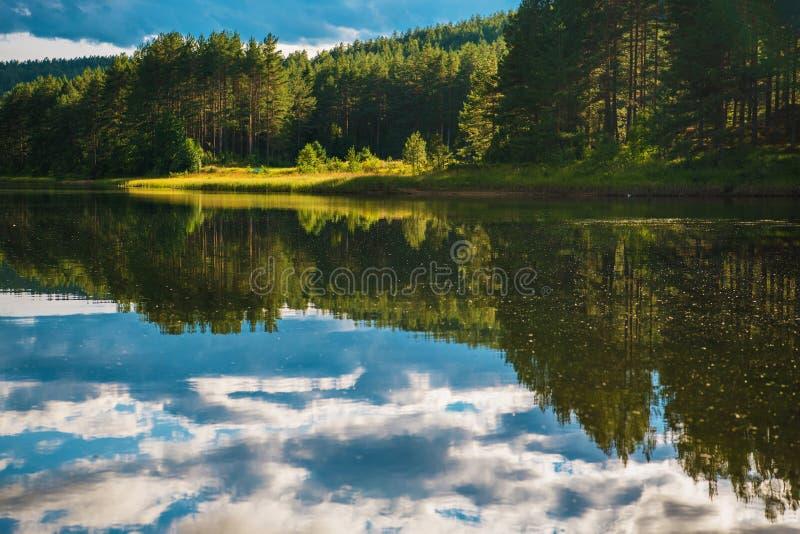Calm Scenic Lago Norueguês imagens de stock royalty free