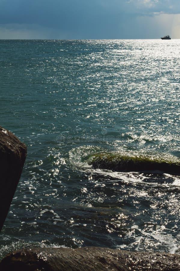 Calma antes de la tormenta en el mar imágenes de archivo libres de regalías