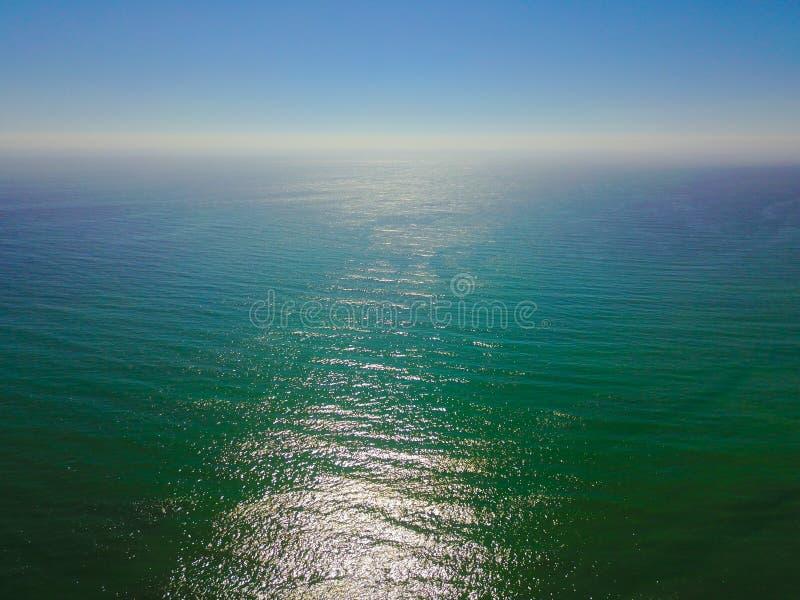 Calma azul del océano después de la tormenta fotografía de archivo