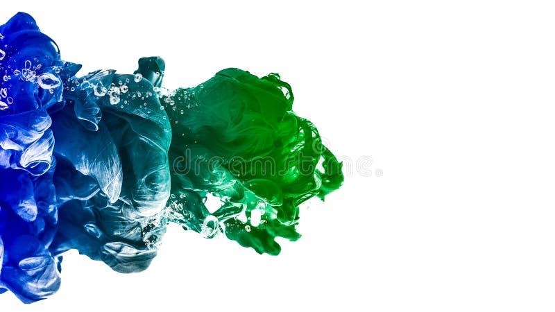 Calma creativa de la tinta del descenso de agua del color del fondo del movimiento asombroso del extracto fotografía de archivo