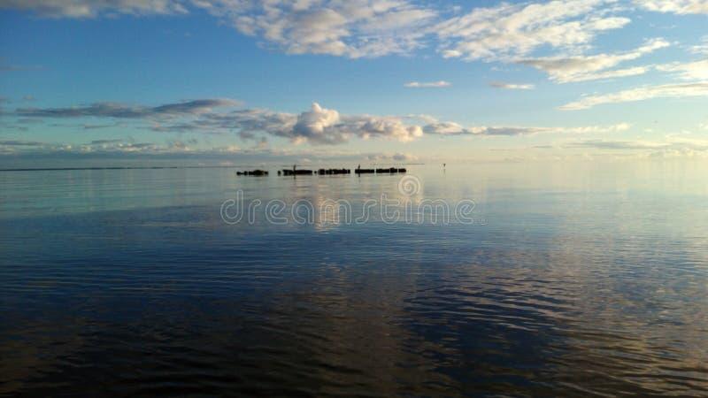 Calma della natura del lago del mare del cielo fotografia stock