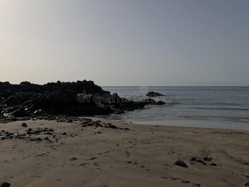Calmy Strand in einem entspannenden Platz stockfotografie
