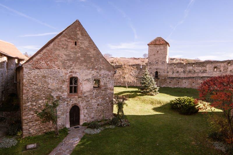 Calnic medeltida fästning i Transylvania Rumänien arkivbilder