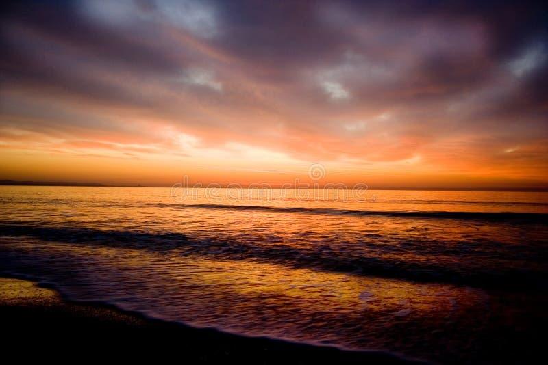 calo röd sky3 fotografering för bildbyråer