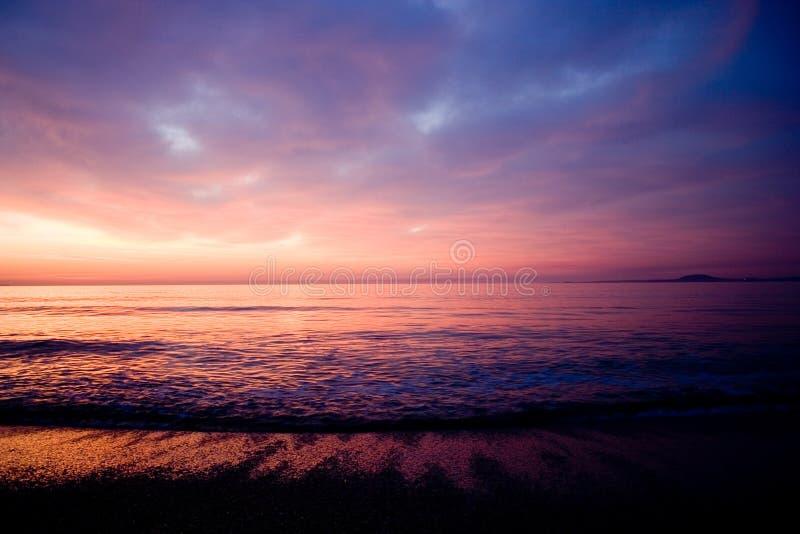calo röd sky7 fotografering för bildbyråer