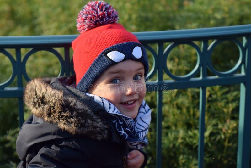 Calor del invierno del niño fotos de archivo