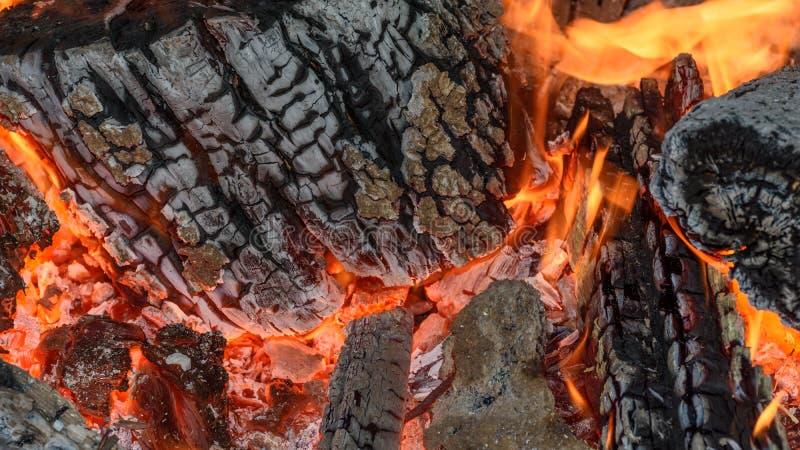 Calore bruciante e legno strutturato fotografia stock