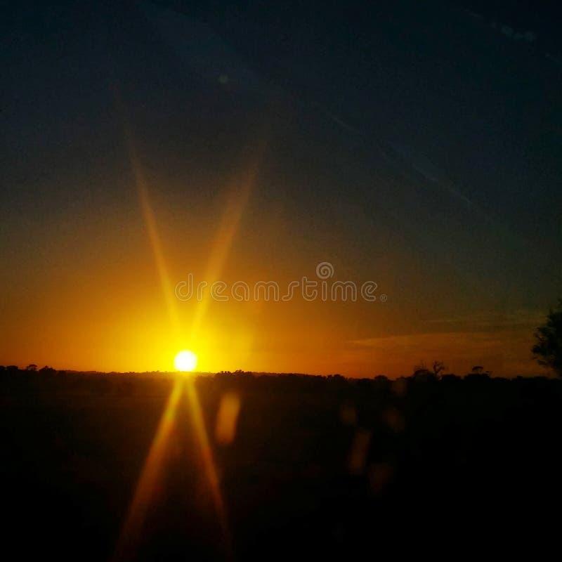 Calore della terra del cielo del sole di alba immagini stock libere da diritti