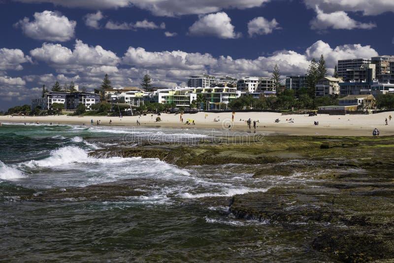 Download CALOUNDRA, AUS - 13 AOÛT 2016 : Jour Ensoleillé Chaud Aux Rois Beach Calun Photographie éditorial - Image du sable, australie: 76077127