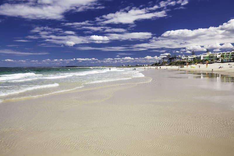 Download CALOUNDRA, AUS - 13 AOÛT 2016 : Jour Ensoleillé Chaud Aux Rois Beach Calun Image stock éditorial - Image du ondes, tropical: 76077134