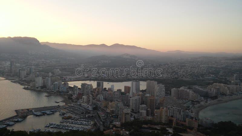 Calpe-Stadt am großen Tag stockfoto