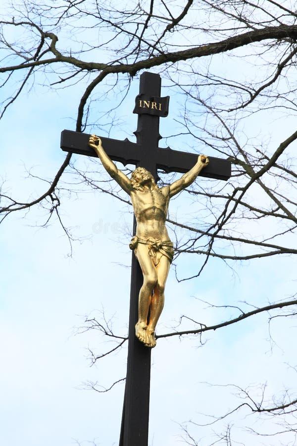Calvary με το χρυσό Ιησού στοκ εικόνες