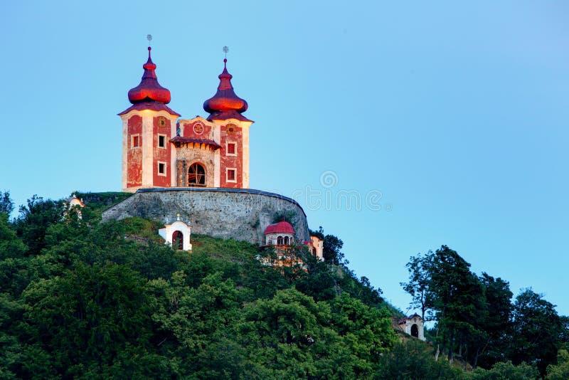 Calvary i Banska Stiavnica på natten, Slovakien royaltyfri bild