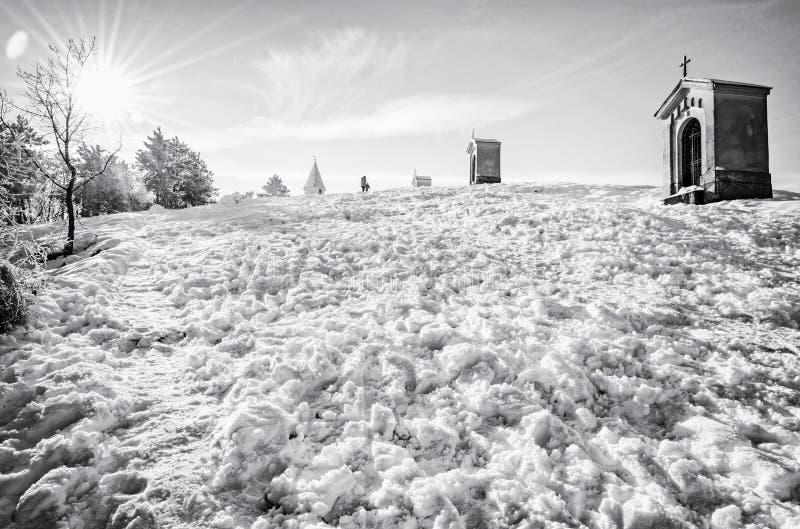 Calvary i Nitra, Slovakien som är akromatisk royaltyfri fotografi