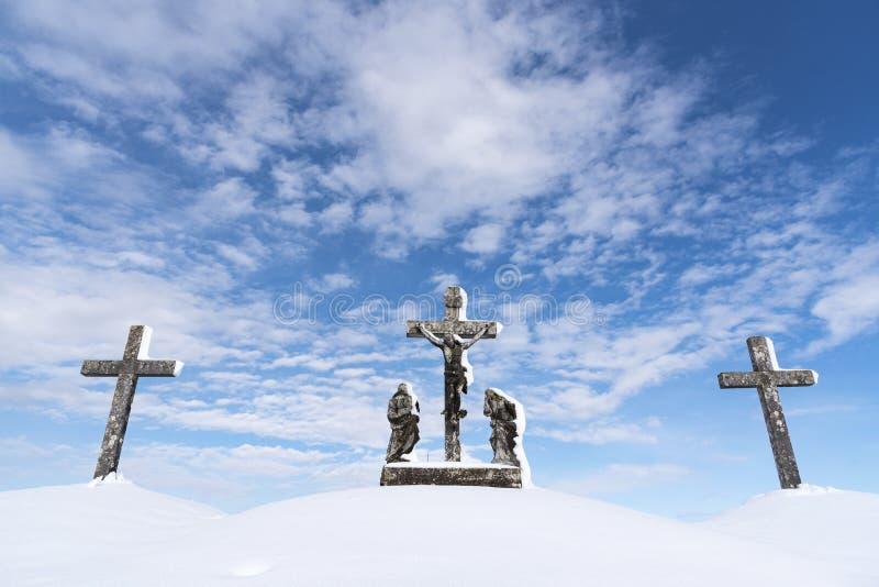 Calvary - kors som tre täckas med snö arkivbild