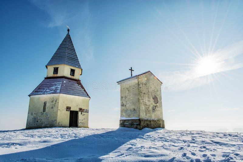 Calvary in Nitra, Slowakije, de winter godsdienstige scène stock fotografie